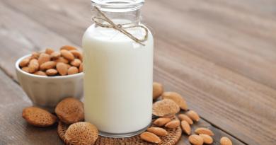 How to make almond milk?
